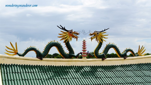 Two dragons guarding the Cebu Taoist Temple