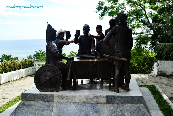 Tagbilaran's Blood Compact Statue with couple.