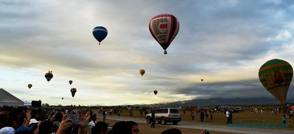 Hot Air Ballon Festival's Balloons in the air 2