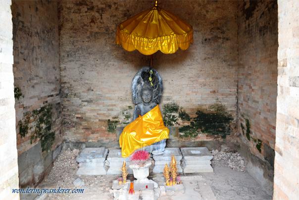 Buddhist altar inside East Mebon - Siem Reap
