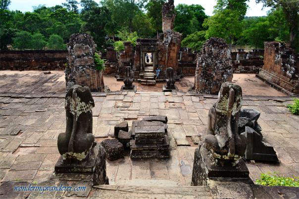 Four majestic lion statues at East Mebon - Siem Reap