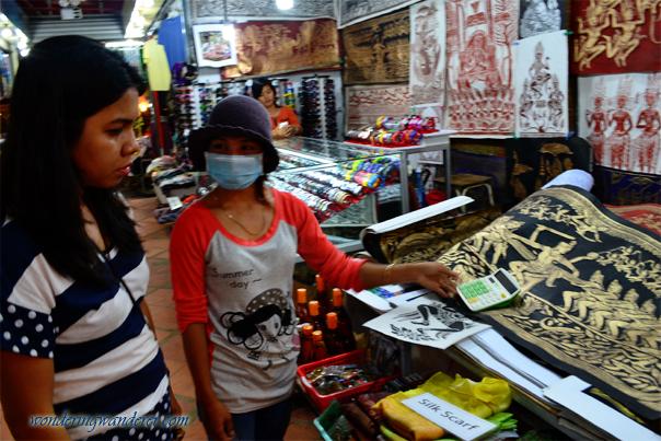 Haggling at Angkor Night Market Siem Reap, Cambodia