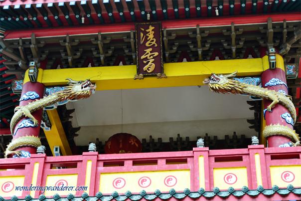 Chinese temple's twin dragons - Binondo, Manila