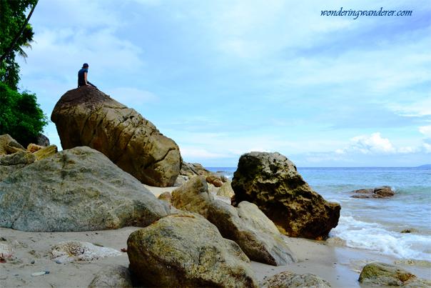 Large rocks of White Beach