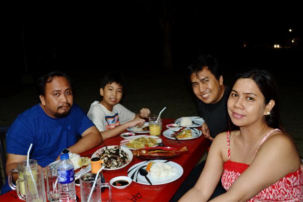 Family dinner at Poblacion Beach