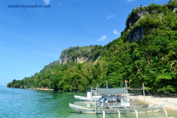 Sipalay Resorts and Beaches: Campomanes Bay