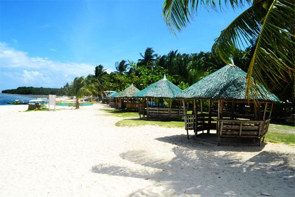 Daku Island's cozy huts - Siargao