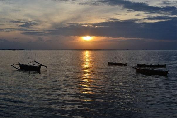 Sunrise at Bongayon beach