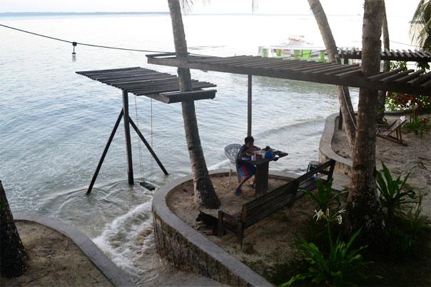 Eddie's Beach Resort: Bongayon Beach