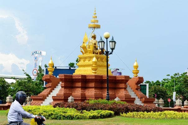 Golden statue in Phnom Penh