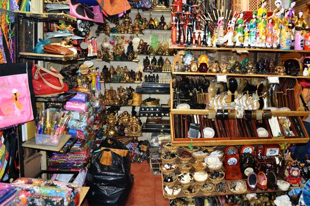 Souvenir items at Ben Thanh Market